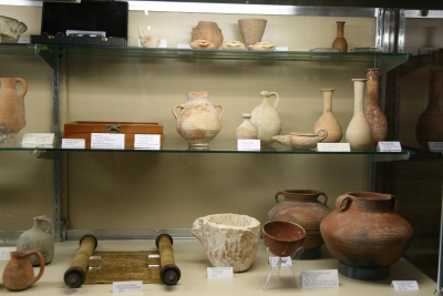 The Williamsport (Md.) church displays some 500 artifacts dating from 3,000 B.C. to A.D. 1,000 in the church foyer during a recent archaeologically themed evangelistic series.